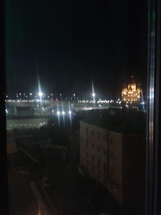 Вид из окна в гостиной. Видно реку Оку и Волгу. И моностырь. Немного кремль видно на холме.