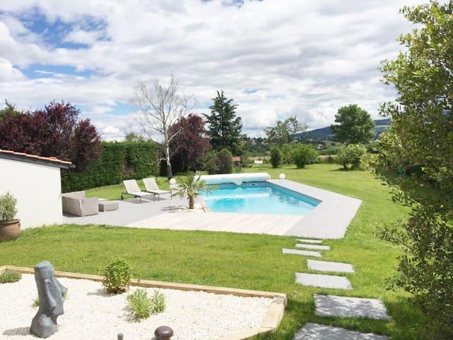 Maison avec piscine proche de Lyon