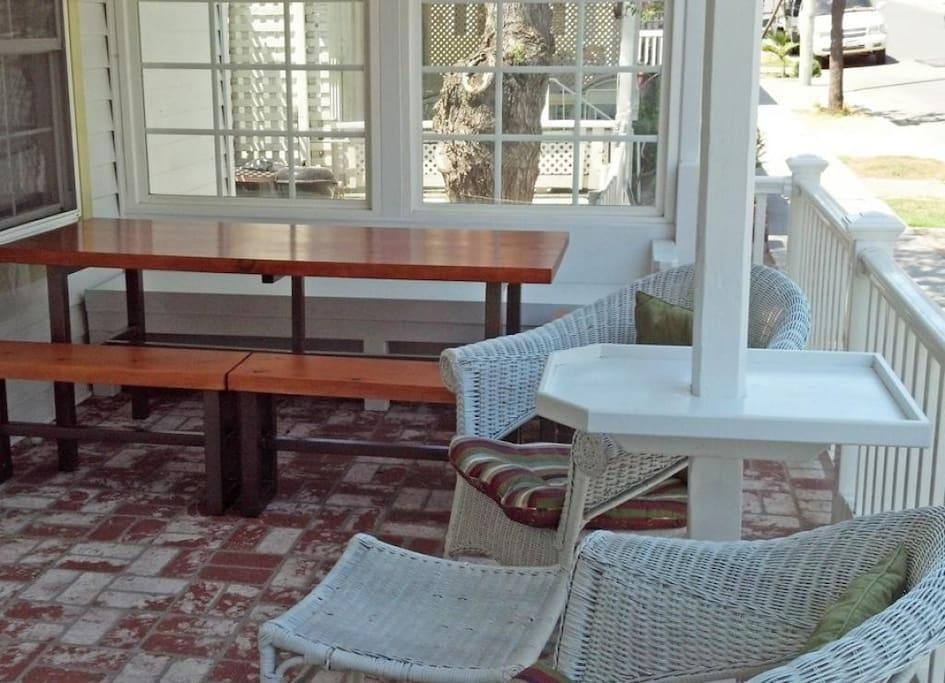 3-330 Sumner_front porch_105455_097