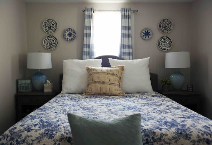 Queen bed with foam mattress and luxury linens