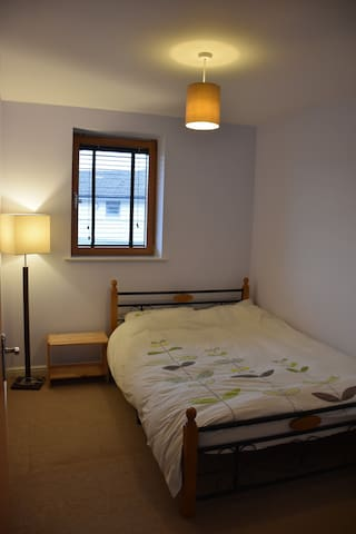 Small double bedroom in convenient location - Bristol - Daire