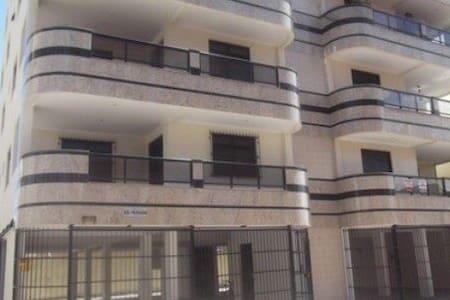 Apartamento em Piúma a 100m da praia - 9 hóspedes