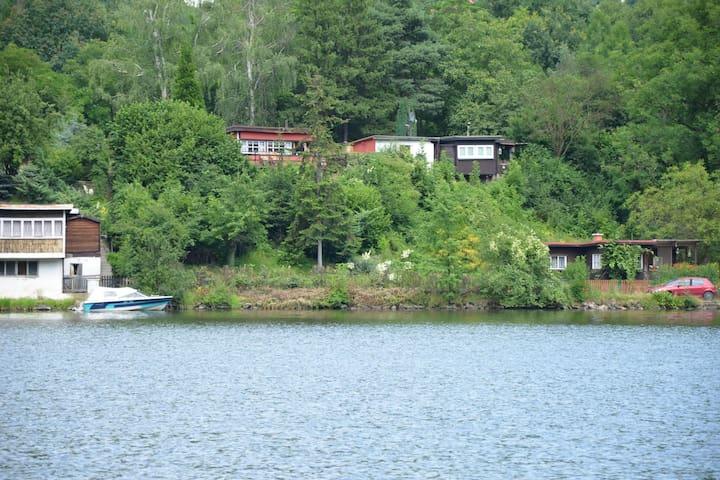 Kleine, gemütliche Chalet am Elbeufer,schöner Aussicht ,fur die Angler geeignet