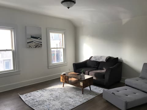Downtown Olive Haven Loft (6 blocks to the beach!)