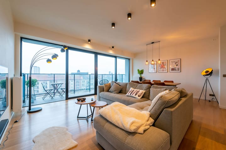 Bright and modern apartment with canal view
