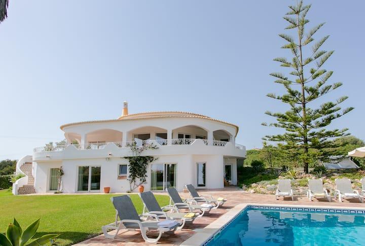 Villa Tiphanelli @ Praia da Marinha
