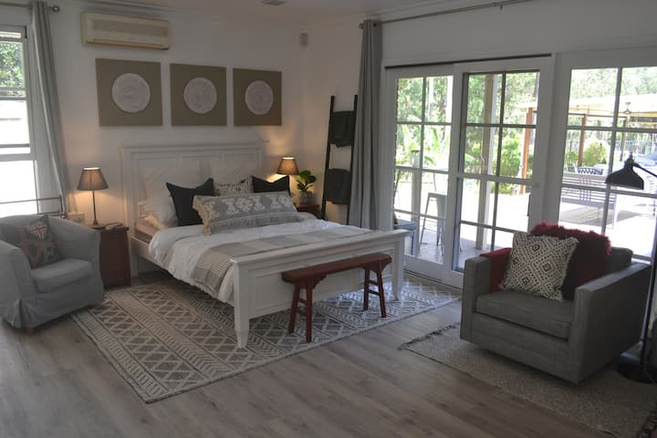 GOLD COAST Robina cosy cottage in quiet area