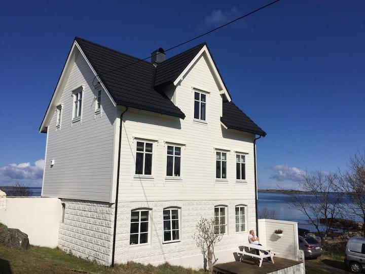 Finnøy, en perle i havgapet, i Ålesund kommune