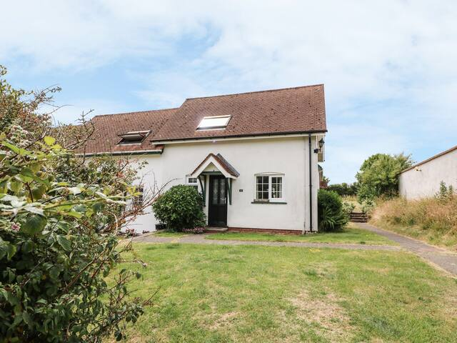 YEW TREE COTTAGE, pet friendly in Aberporth, Ref 951764