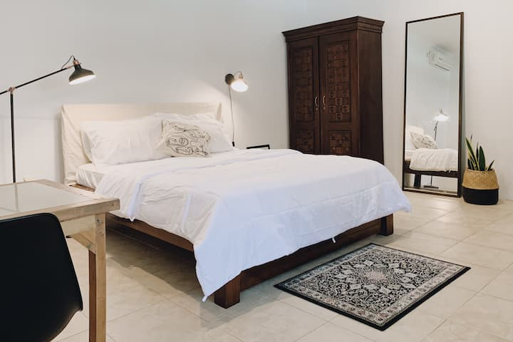 Mocha Room   Warm & Homey Studio