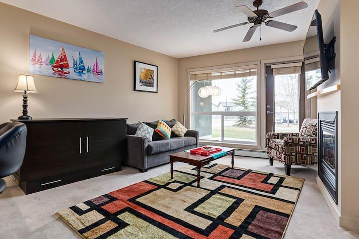 Luxury Condo, Sleeps 6, 15Mins Downtown/Stampede - Calgary - Condominium
