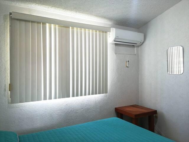 El cuarto tiene aire acondicionado minisplit Inverter. Y camas cómodas para tu disfrute