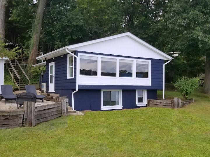Cozy Lakefront Cottage Getaway