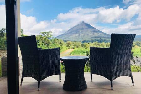 Nirú Rainforest Suites, frente al Volcán Arenal.