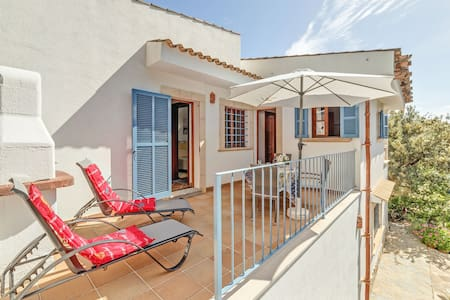 Peaceful location with terrace – Apartment Es Romani Alto