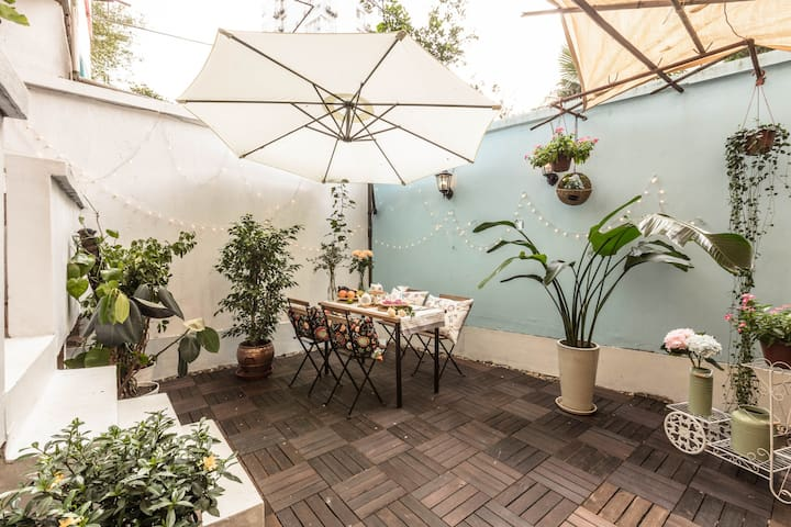 Garden House@ZhongShanPark 复古花园公寓@中山公园 步行5分钟直达地铁 - Şangay - Daire