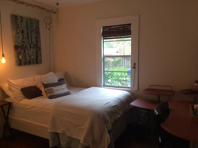 Crystal Cactus Bedroom, 1 mile to Downtown Deland - DeLand - Haus