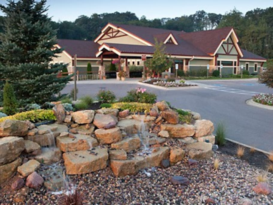 Wisconsin dells 2 br christmas mountain village 1 for Cabins in wisconsin dells for rent
