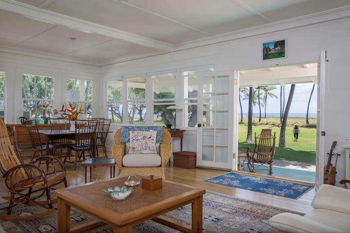 Lovely Historic Honu'ea Beach House