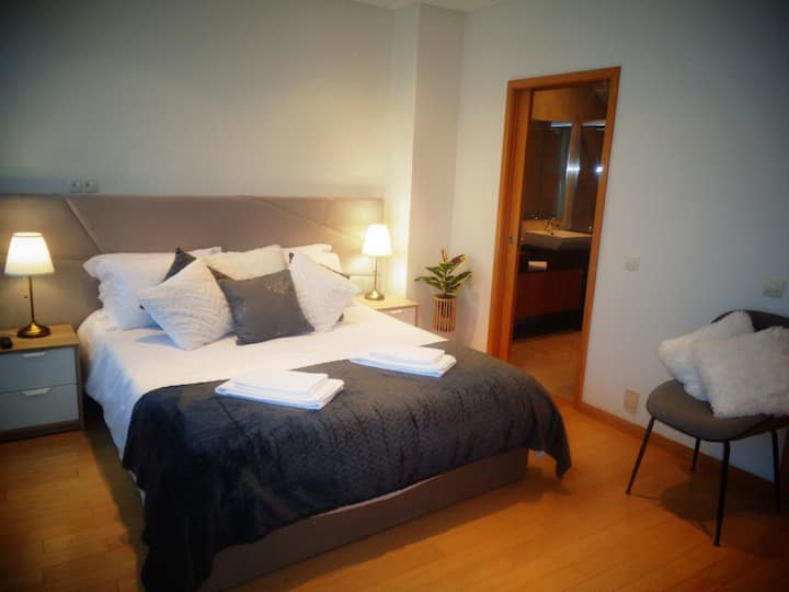 Beautiful Town Centre Apartment Shared Pool