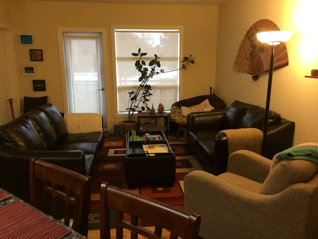 Private room in beautiful condo, great location