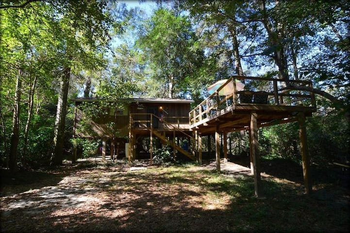 The Creekside Cabin Retreat