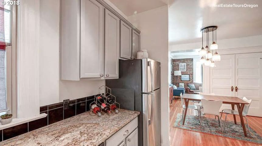 Stylish Condo Between NW 23rd and Pearl District
