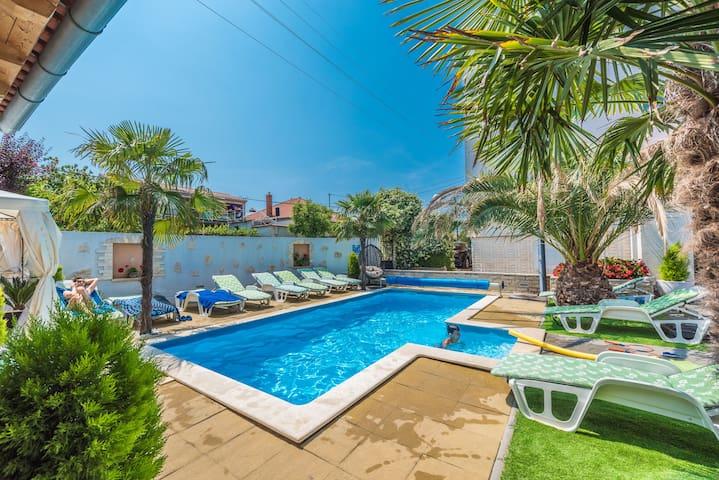Studio apartment with pool