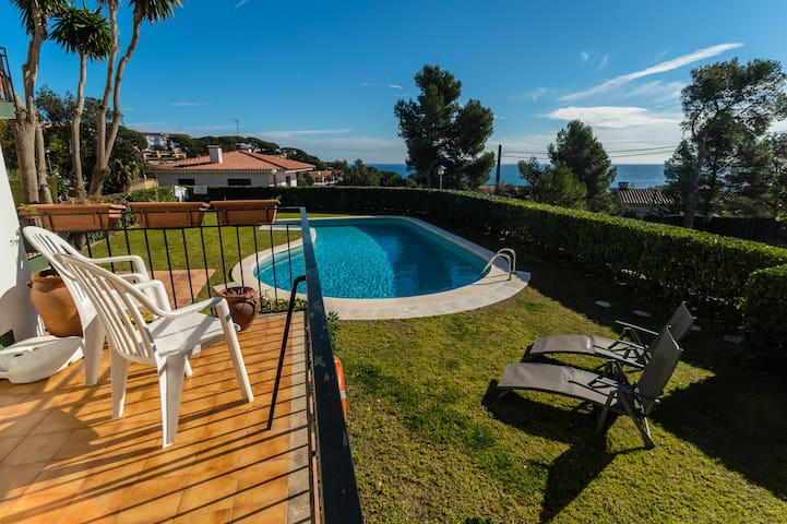 Sea views and quiet apartment in Calella - Palafrugell - Apartment