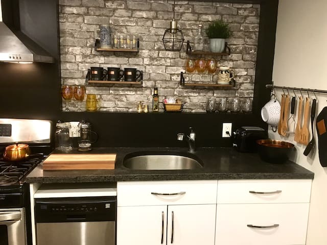 Beautiful kitchen, old antique pieces with amazing finishes mixed in with the new for a fun and funky style, that is so very use-able.