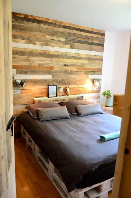 Wall made out of euro pallets