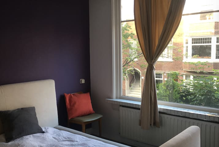 Lovely room near to Central Station