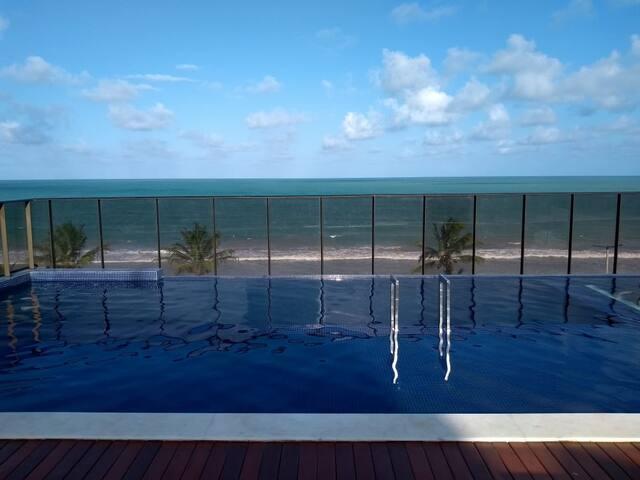 Ótimo apartamento na beira-mar de Intermares