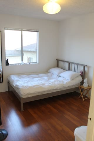 Private Bedroom by Echo Park Lake - Los Angeles - Flat