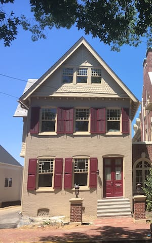 Historical Charm in Lancaster City