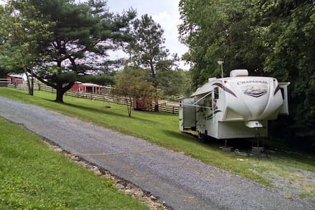 Country retreat just outside of Nashville - Pleasant View - Autocaravana