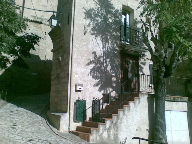 Charming townhouse close to beaches in wine region - Abeilhan - Adosado