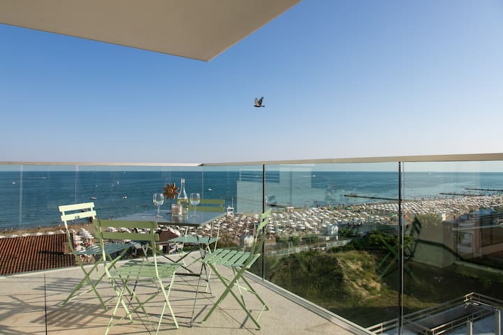 Luxury and comfortable apartment beachfront