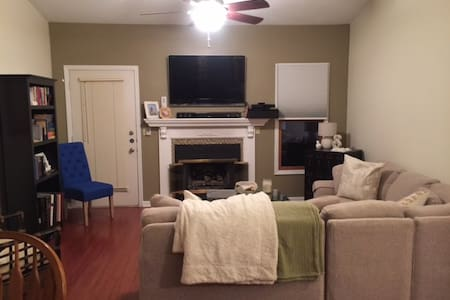1 Bed/1 Bath by Illinois State University - Bloomington