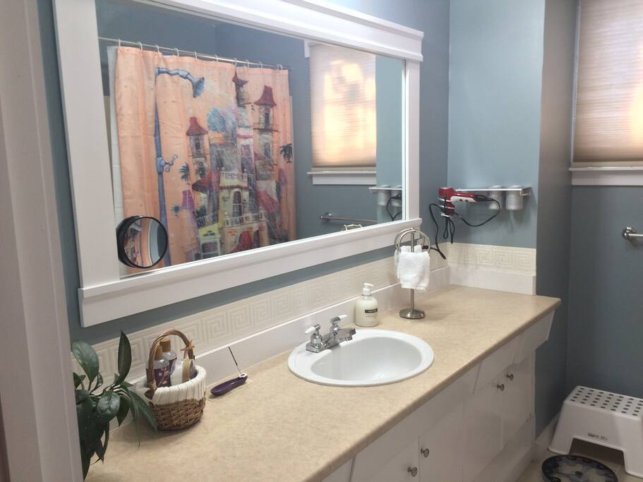 Clean mirror and counter top