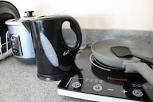 Complete Cooking Set with Induction Cooker, Pan, Electronic Kettle, and Rice Cooker with Steamer.