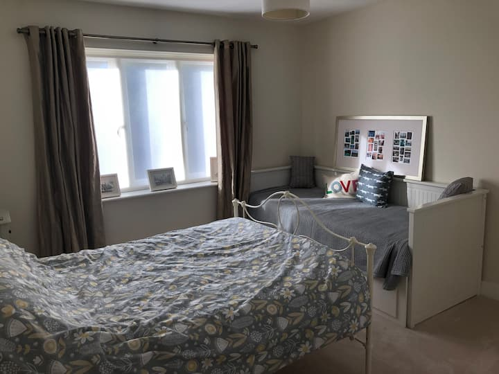 Double room w/ensuite for female in family home