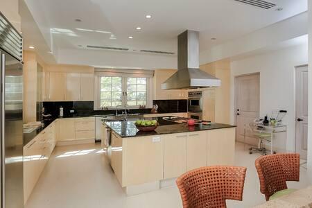 Luxurious Bahamian Villa: 112300