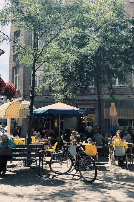 pause thé glacé dans le vieux Anvers