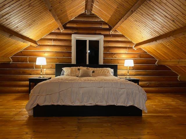 Loft Bedroom - King Bed