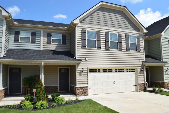 New 2 bedroom townhome, open floor plan. - Murfreesboro - Şehir evi