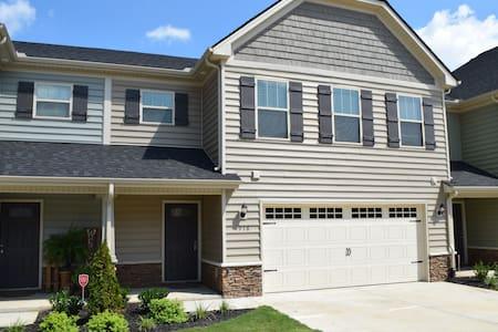 New 2 bedroom townhome, open floor plan. - 默弗里斯伯勒(Murfreesboro) - 連棟房屋