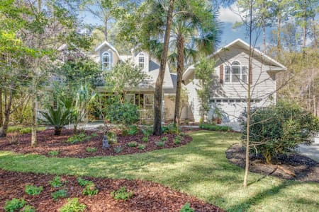 Beautiful Modern home in quiet green community - Gainesville