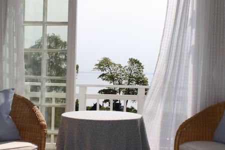 Lyselund B&B - Østværelse - Snekkersten - Bed & Breakfast