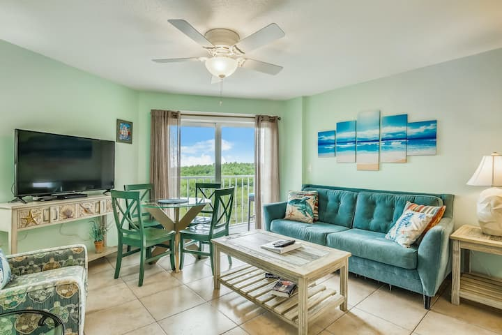 Family-friendly oceanfront escape w/shared pool, hot tub, marina, & central AC!